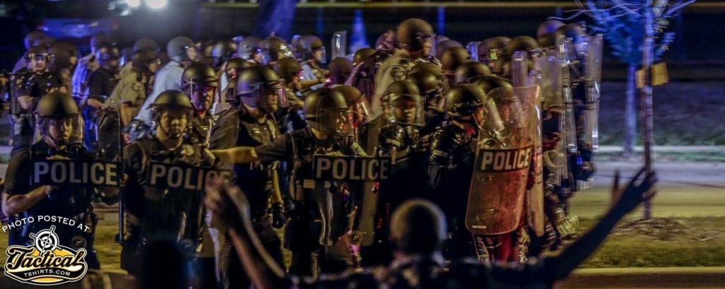 Police / Riot skirmish line