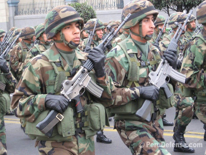 Peruvian troops with Korean Daewoo Rifles.
