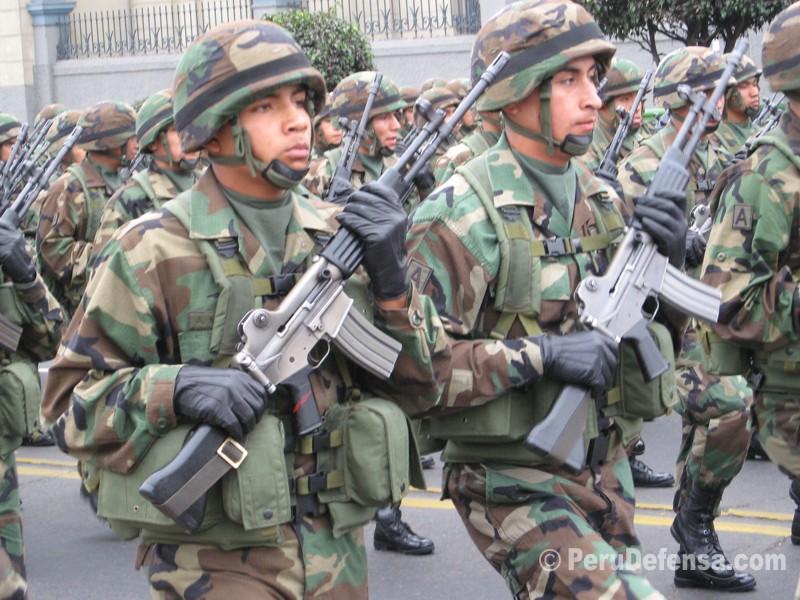 Peruvian troops with Korean Daewoo Rifles.