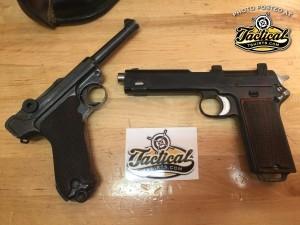 l: German Luger 9mm. r: Austrian Steyr-Hahn in 9mm.