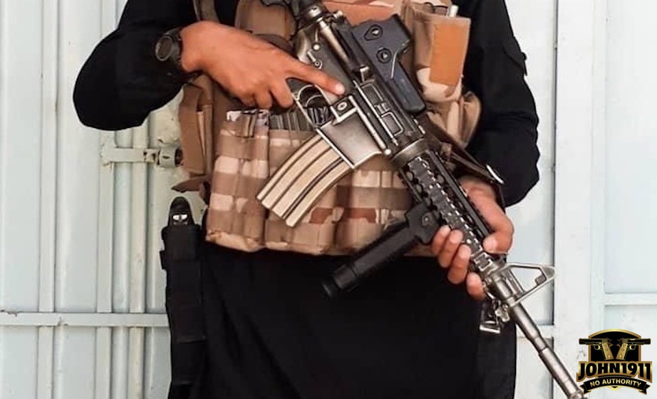 M4 Carbine seen in Idlib. Heavy finish wear.