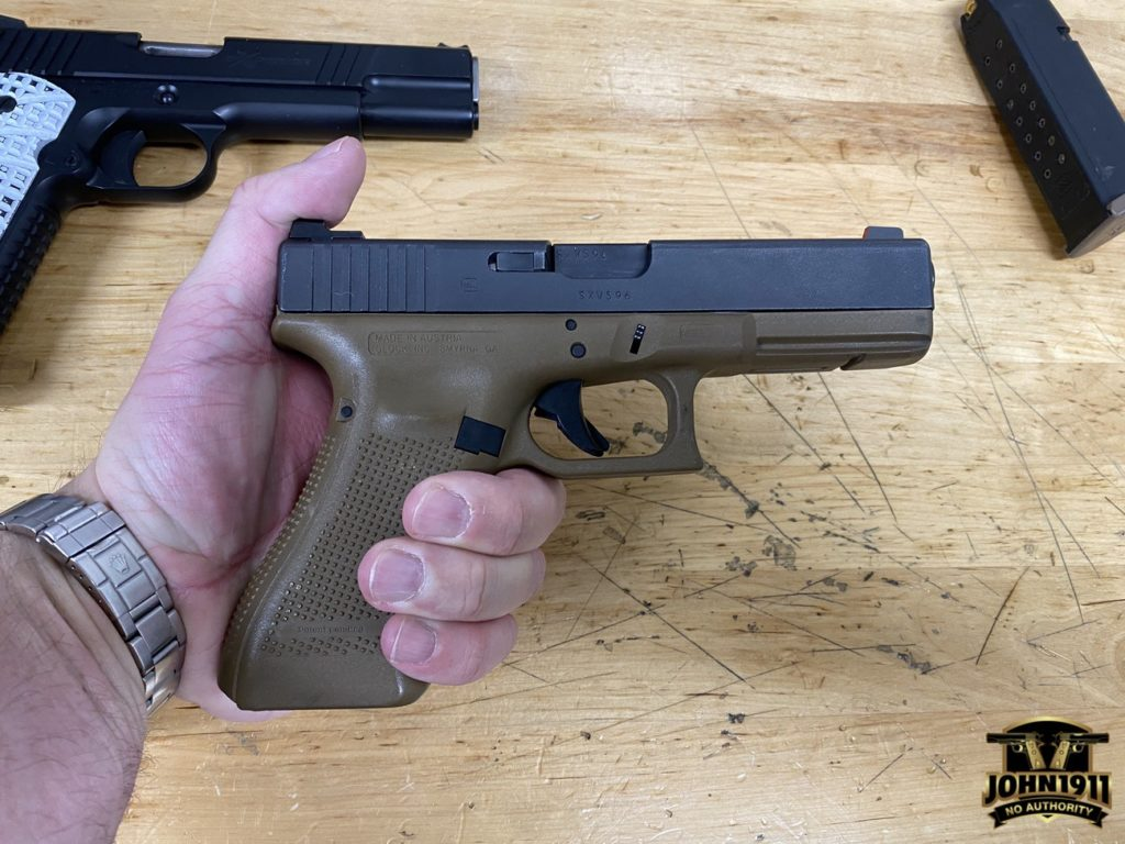 Glock 17 grip size.